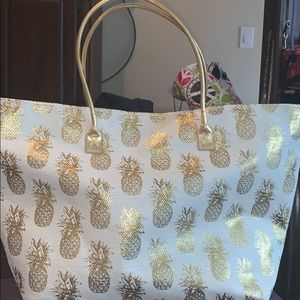 Great gold & cream contrast in pineapple BAG!